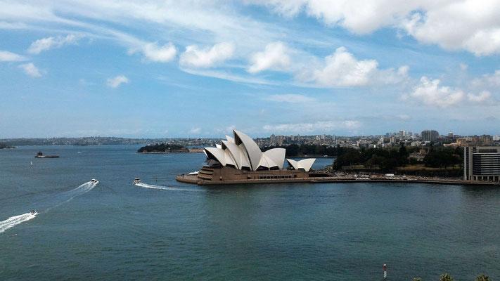 L'OPERA PENDANT LA TRAVERSEE DU HARBOUR BRIDGE SENS NORTH SYDNEY SYDNEY AUSTRALIE
