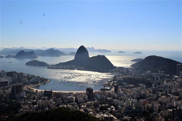 LE PAIN DE SUCRE LA BAIE ET RIO VUE DE LA COLLINE MIRANTE DONA MARTA A RIO DE JANEIRO BRESIL