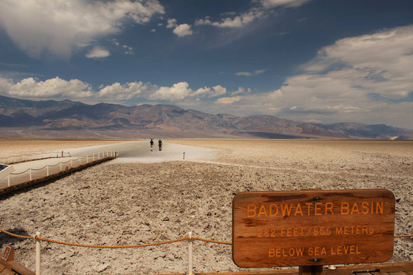 BADWATER MOINS 85,5 M D'HALTITUDE DEATH VALLEY NP CALIFORNIE