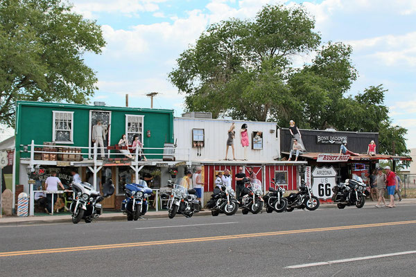 HARLEY ET MAGASIN ROUTE 66 A SELIGMAN ARIZONA