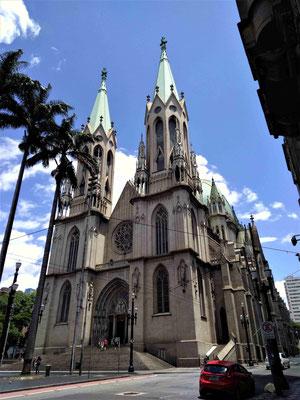 LA CATHEDRALEAU AU CENTRE DE SAO PAULO BRESIL