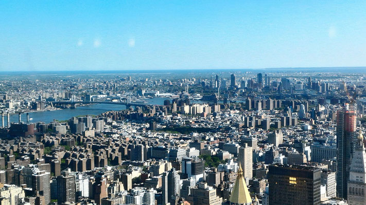 AU SOMMET DE L'EMPIRE STATE BUILDING LE SUD MANHATTAN ET LES PONTS DE MANHATTAN ET BROOKLYN
