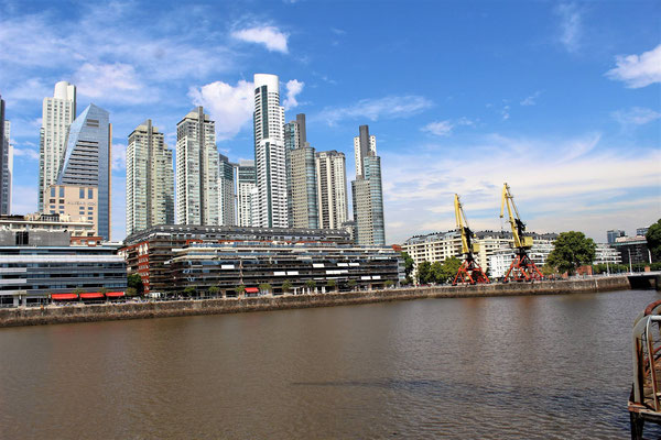 LE QUARTIER PUERTO MADERO A BUENOS AIRES ARGENTINE