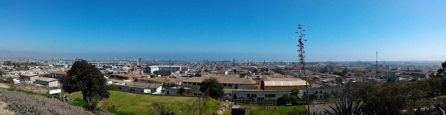 PANORAMIQUE DEPUIS SANTA LUCIA HILL AU FOND LE PACIFIQUE LA SERENA CHILI