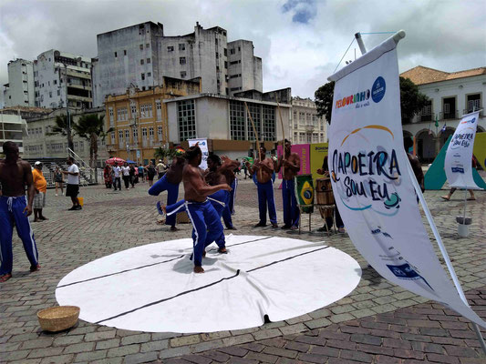 DEMONSTRATION DE CAPOEIRA SUR LA PLACE DE L'ASCENCEUR A SALVADOR