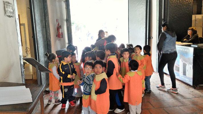 ENFANTS EN VISITE AU MUSEE HISTORIQUE DU NORD SALTA ARGENTINE