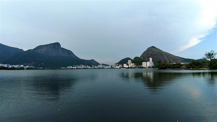 LA LAGUNE RODRIGO DE FREITAS A RIO DE JANEIRO BRESIL