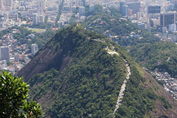 LA COLLINE MIRANTE DONA MARTA DEPUIS LE CHRIST REDEMPTEUR A RIO DE JANEIRO BRESIL