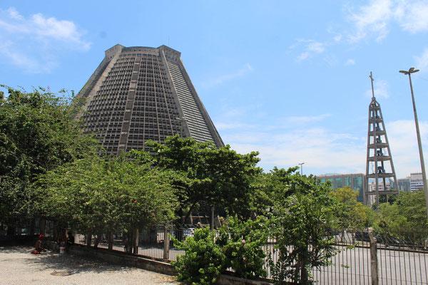 LE CLOCHER ET LA CATHEDRALE DE RIO DE JANEIRO BRESIL