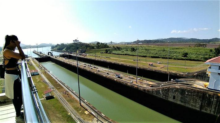 LES ECLUSES MIRAFLORES COTE PACIFIQUE CANAL DE  PANAMA