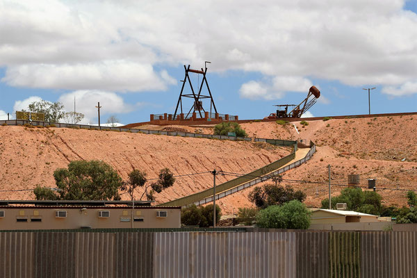 LA MINE BIG WINCH A COOBER PEDY SOUTH AUSTRALIA AUSTRALIE