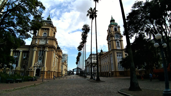 LE MUSEE DES ARTS A GAUCHE ET LE MUSEE DE RIO GRANDE DU SUD A PORTO ALEGRE BRESIL
