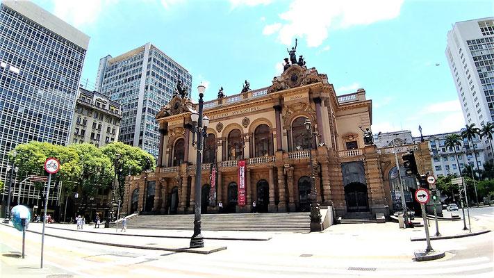 LE THEATRE MUNICIPAL AU CENTRE DE SAO PAULO BRESIL