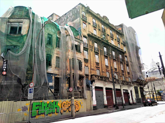 IMMEUBLES ABANDONNES PRES DE LA CATHEDRALE AU CENTRE DE SAO PAULO BRESIL