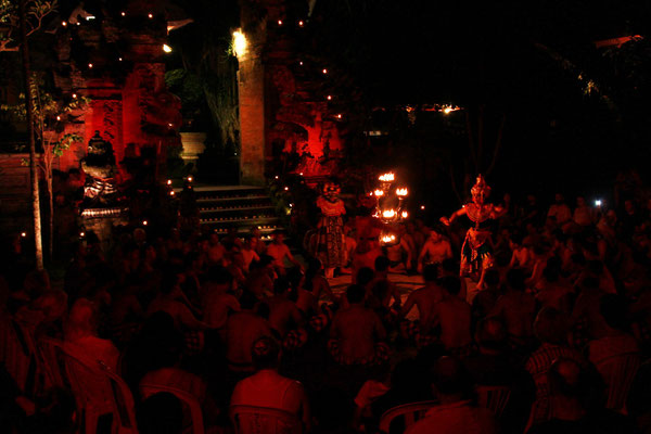 KECAK SPECTACLE TRADITIONNEL A UBUD BALI