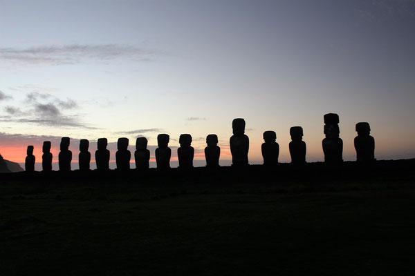 LEVER DU SOLEIL AHU TONGARIKI 15 MOAI ILE DE PAQUES CHILI