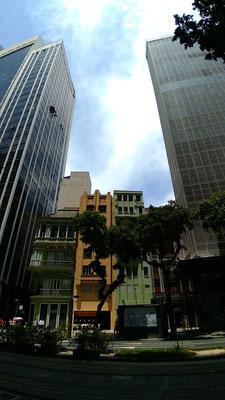 MAISONS COINCEES ENTRE DES TOURS SUR L'AVENUE RIO BRANCO A RIO DE JANEIRO BRESIL