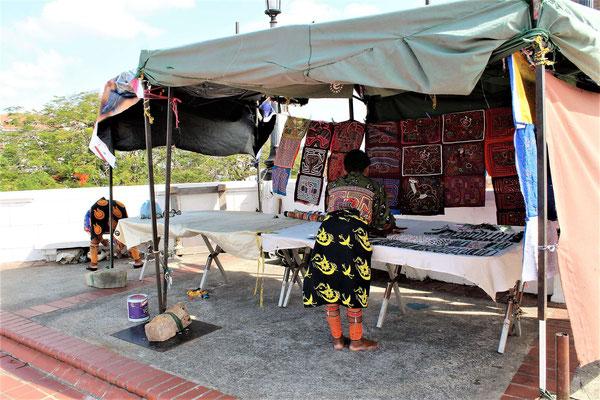 STAND ARTISANAT LOCALE A LA POINTE SUD OUEST DE PANAMA VIEJA
