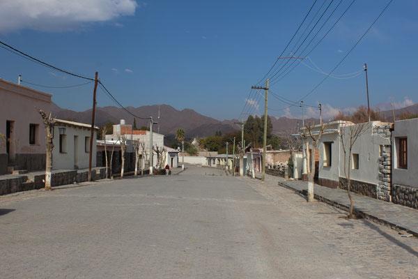 UNE RUE DU VILLAGE DE SECLANTA SUR LA ROUTE SUD SALTA ARGENTINE