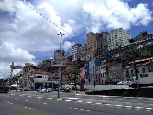 LA VILLE HAUTE DEPUIS L'AVENUE LAFAYETTE COUTINHO A SALVADOR