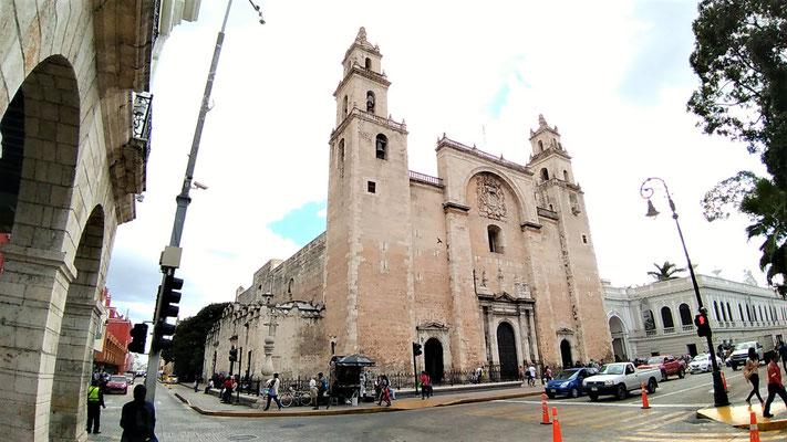 LA CATHEDRALE DE SAN ILDEFONSO A MERIDA YUCATAN
