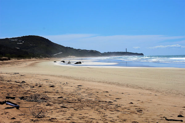 LA PLAGE ET CAP AVEC LE PHARE DE SPLIT POINT GREAT OCEAN ROAD AUSTRALIE