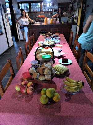 LE PETIT DEJEUNER A BACKPACKERS HOSTEL PARATY BRESIL