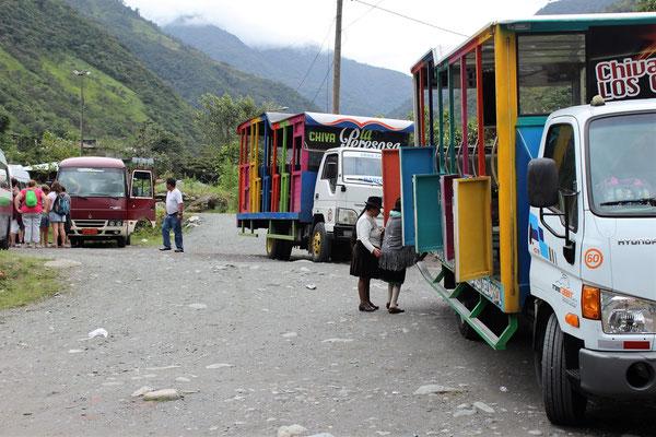 CHIVAS ET ANDINES LA ROUTE DES CASCADES A BANOS AGUA SANTA EQUATEUR
