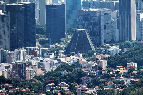 LA CATHEDRALE DE RIO DEPUIS LE CHRIST REDEMPTEUR A RIO DE JANEIRO BRESIL