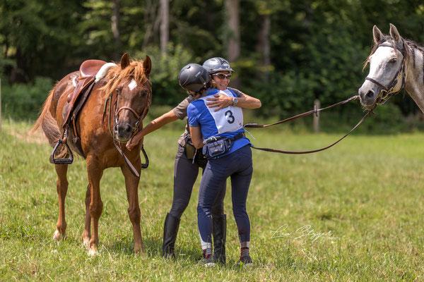 2019, DR Lägern CEN*, Zwei glückliche Schweizerinnen mit ihren französischen Pferden im Ziel