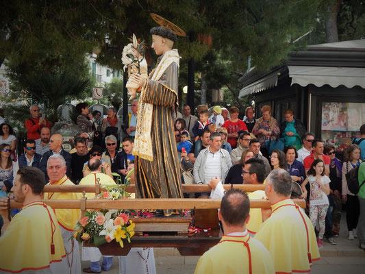 momenti della festa con le varie confraternite dei Santi