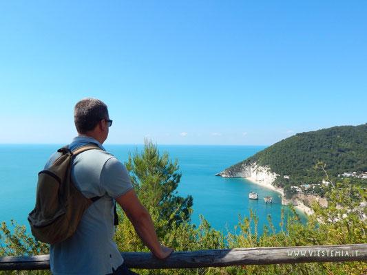 zona panoramica su baia dei mergoli (o baia delle zagare)