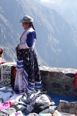 Traditionelle Tracht im Colca Canyon