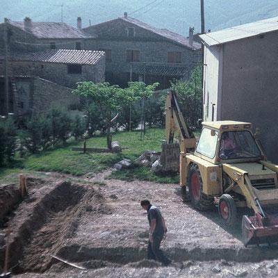 1981 - Erarbeiten für den Weinkeller, neben dem Schuppen