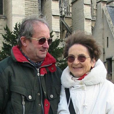 2003 - Françoise GAGEY et Alphonse ROBERT devant Notre-Dame-de-Paris