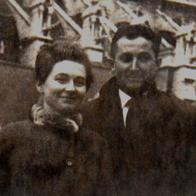 1966 - Françoise GAGEY et Alphonse ROBERT devant Notre-Dame-de-Paris