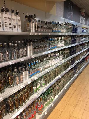 Was wäre ein russischer Supermarkt ohne eine kleine Auswahl an Wodka