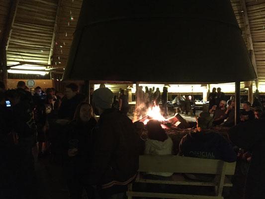Partyzelt mit Feuerstelle