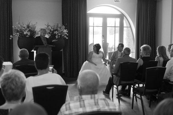 Schwarz weiß Foto vom Brautpaar