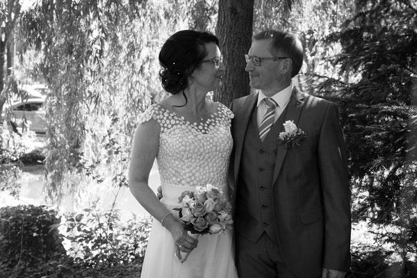 Brautpaarshooting Schwarz weiß