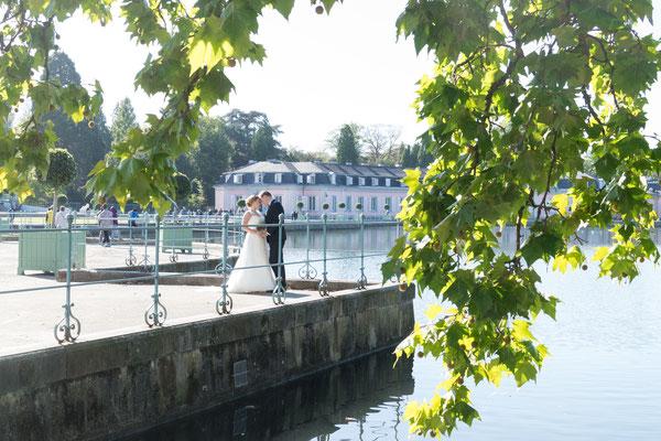Brautpaar am See von Schloss Benrath Düsseldorf