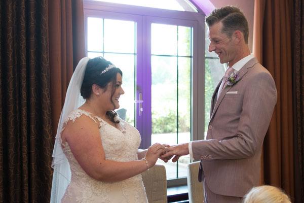 Ringtausch von Braut und Bräutigam