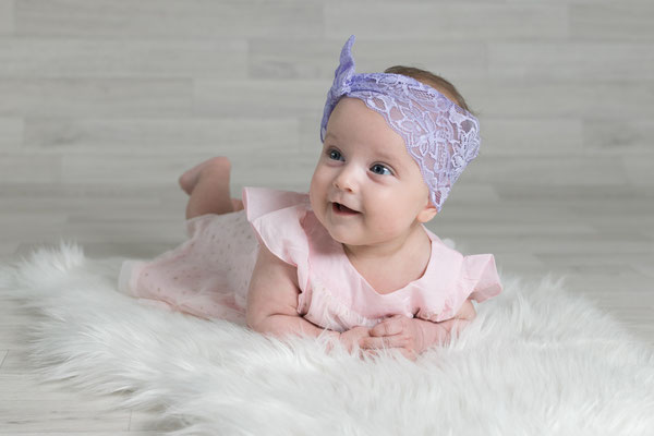 Babyfoto mit Stirnband im Studio Hückelhoven