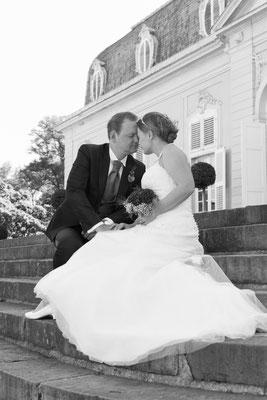 Brautpaar verliebt am Schloss Benrath Düsseldorf