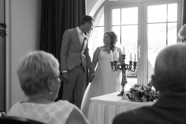 Schwarz weiß Fotografie vom Brautpaar