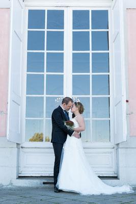 Brautpaar küssen sich, Schloss Benrath Düsseldorf