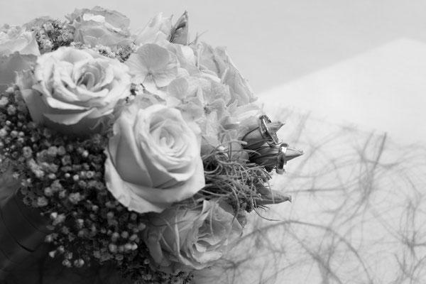 Hochzeitsfotografie des Brautstraß und der Eheringe
