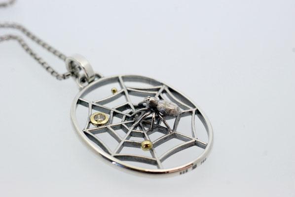 Anhänger Spinne im Netz aus Silber und Gold mit Diamant