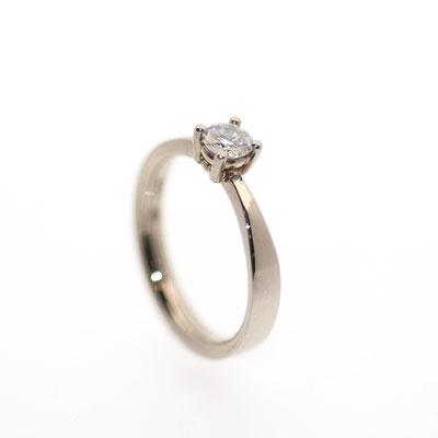 Brillantring aus Weißgold zur Verlobung