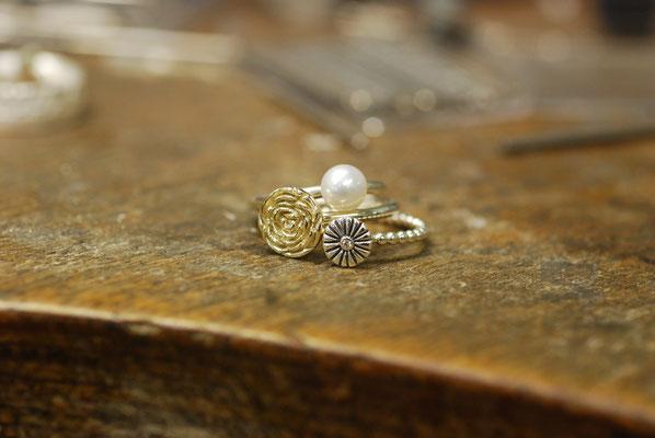 Stapelringe in Silber und Gold